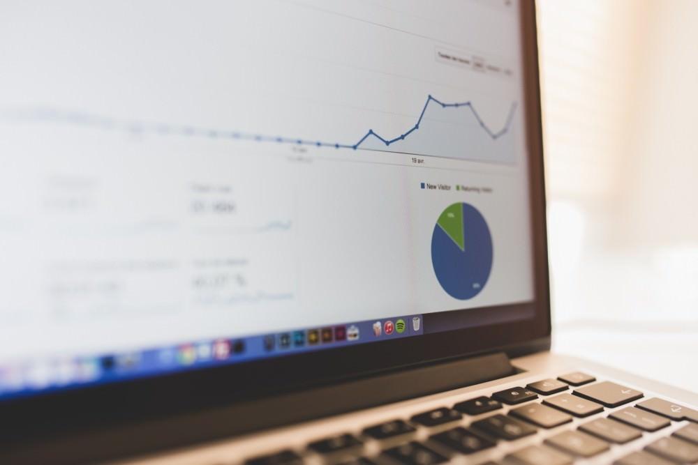 computer-summary-chart-business-seo-growth